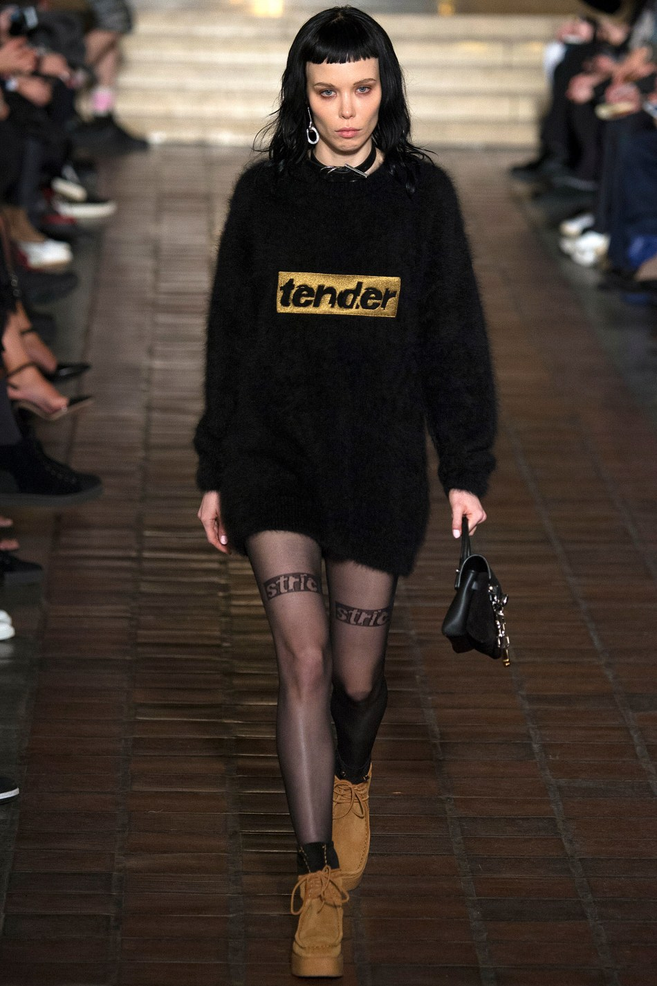 4-ALICE_GLASS_ALEXANDER_WANG_FALL_2016_WOMENS_READY-TO-WEAR_YANNIS_VLAMOS_INDIGITALTV-36
